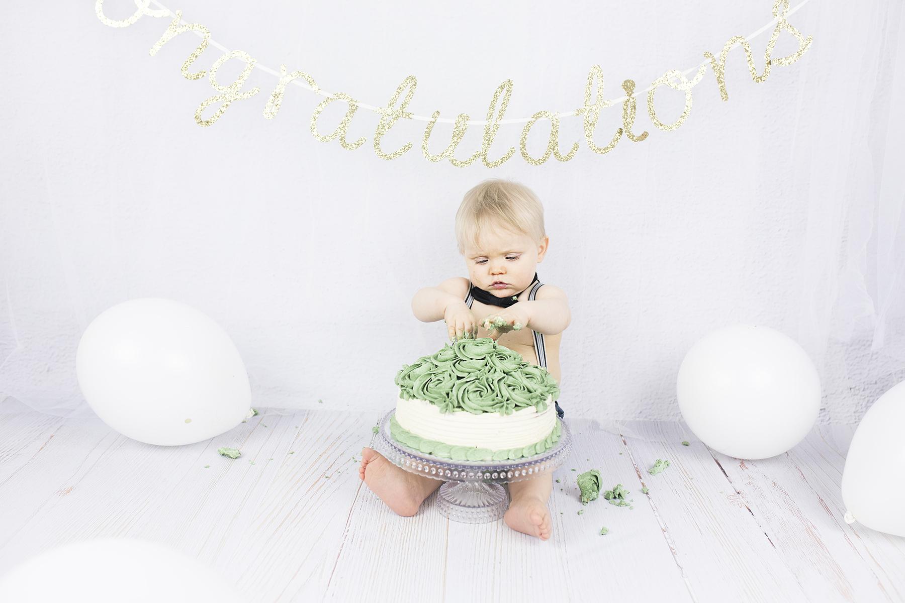 Smash_the_cake_fotografering_1-års fotografering_barnfotografering_göteborg_öcerkö_hönö_västsverige_västkusten_premina_photography_fotograf_emma_ludvigsson9A1062