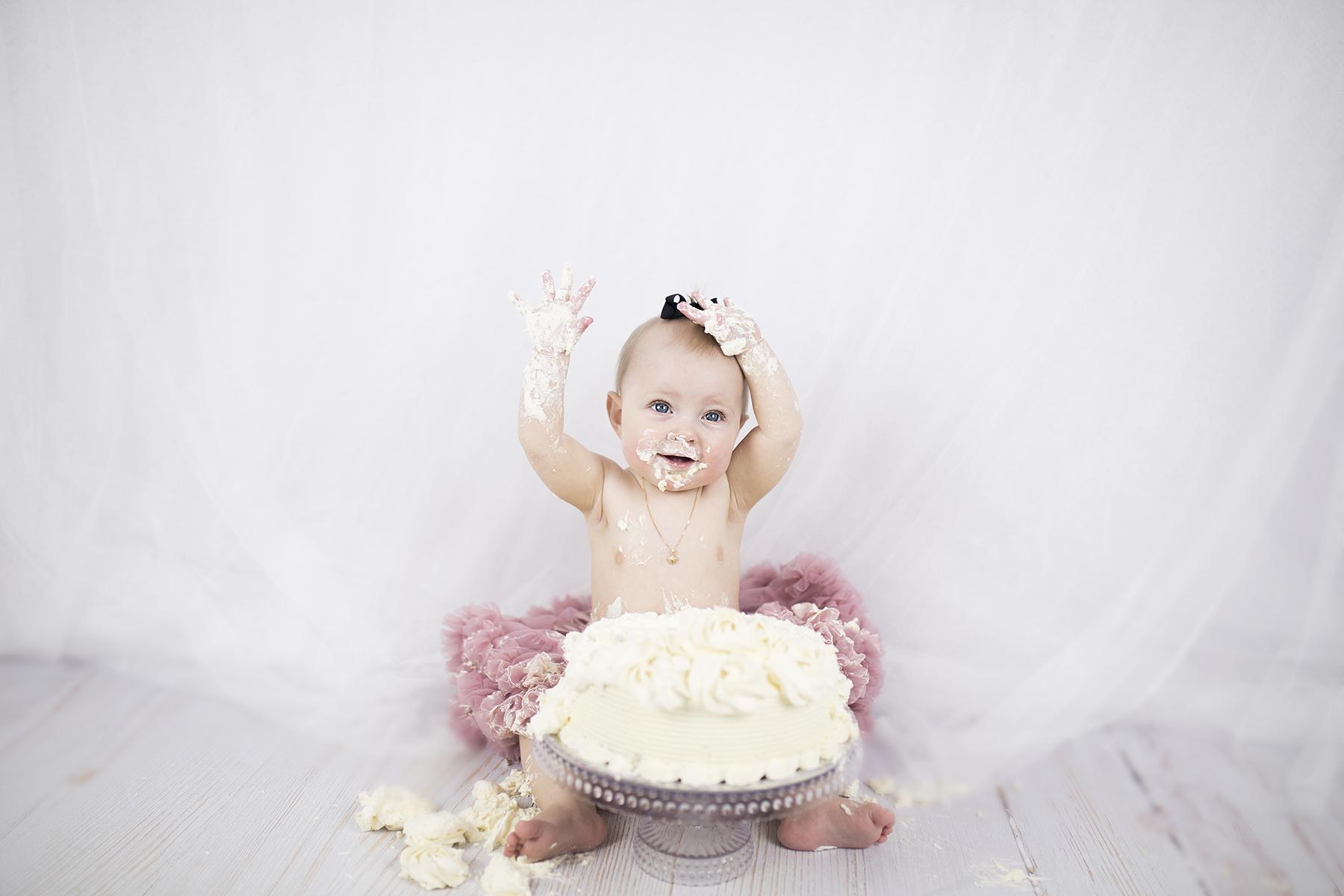 Smash_the_cake_fotografering_1-års fotografering_barnfotografering_göteborg_öcerkö_hönö_västsverige_västkusten_premina_photography_fotograf_emma_ludvigsson9A6946